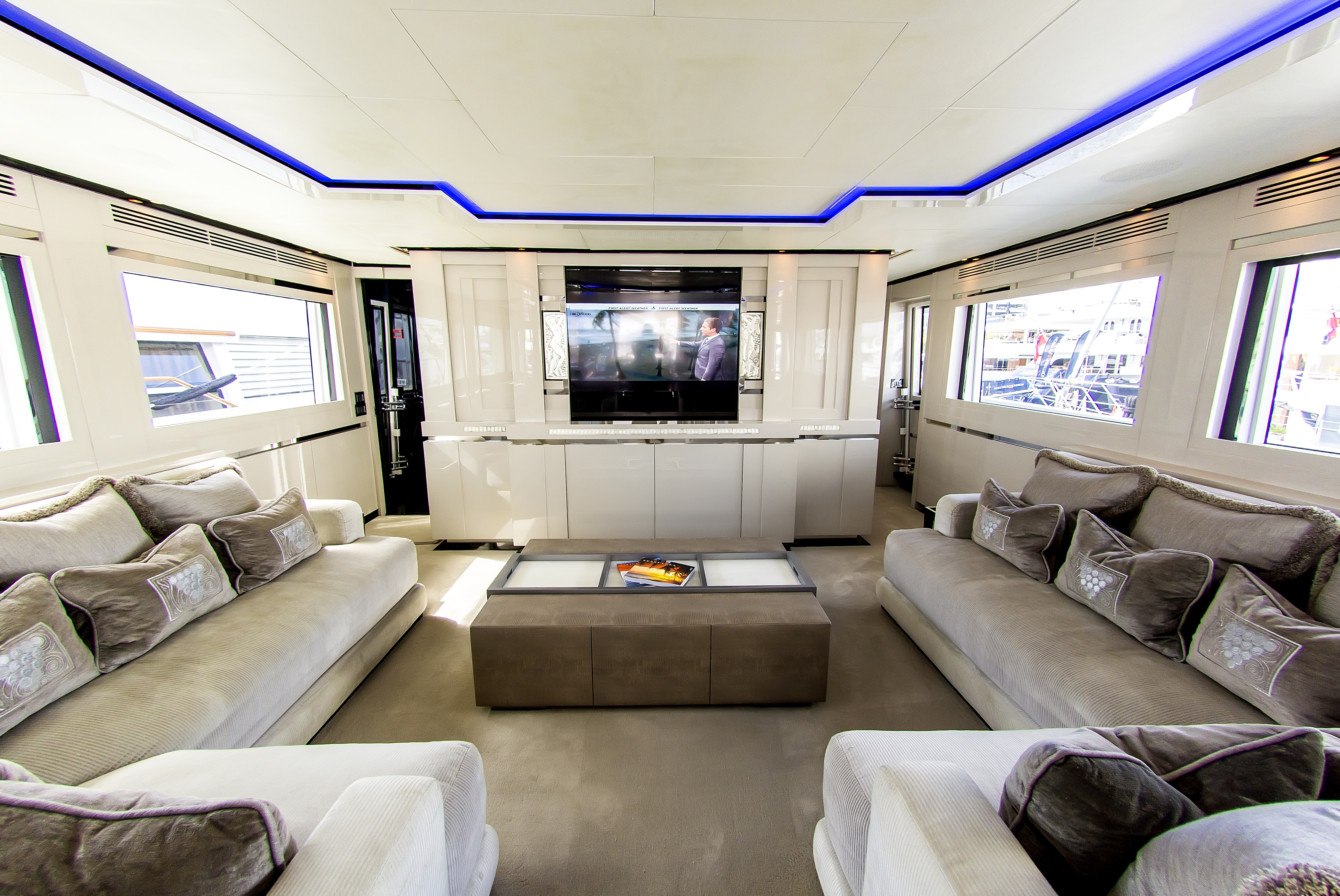 Superyacht Sealyon: Effortless Modern Style   superyachts.com