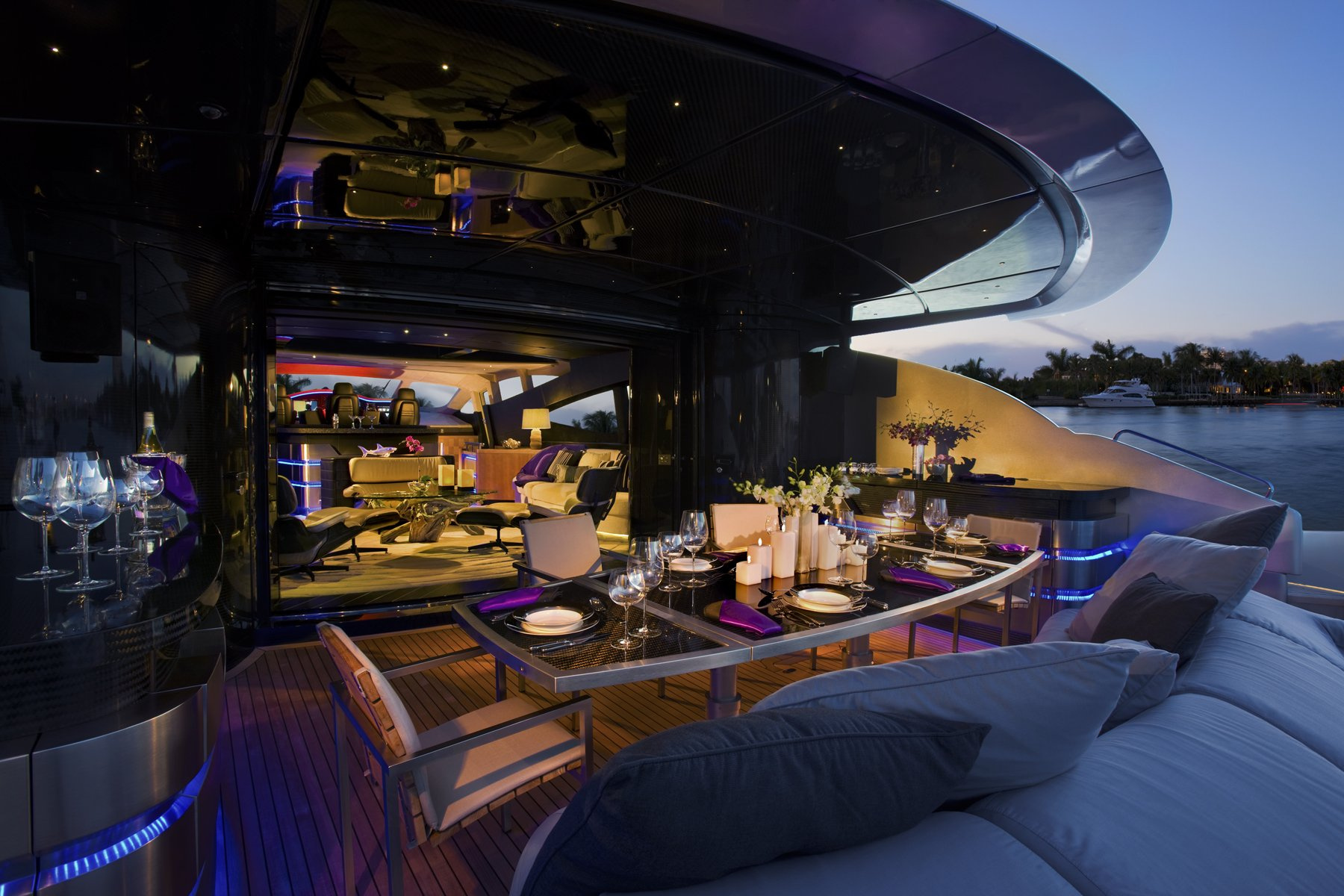 Carcharias Exterior Dining Photo C Dan Forer