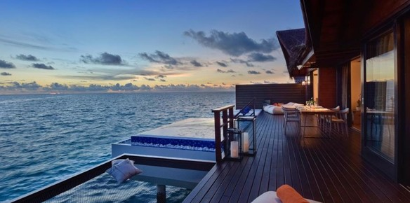 Maldives Resort Offers Sumptuous 'Net Bed' Sleeping