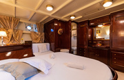 D.P. Monitor Luxury Yacht Image 15