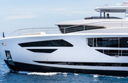 Horizon FD85 Luxury Yacht Image 3