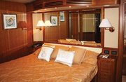 Irish Rover Luxury Yacht Image 10