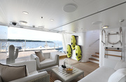 New Hampshire Luxury Yacht Image 6