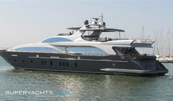 Tail lights yacht for sale azimut yachts for Luxury motor boats for sale