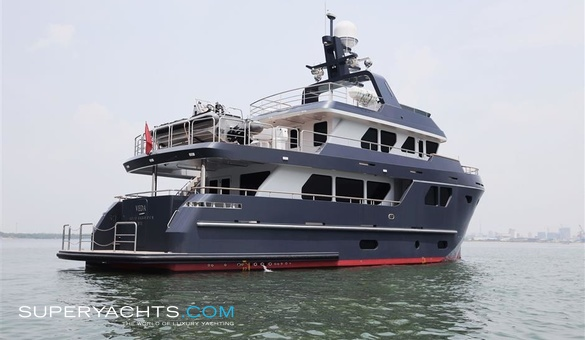 Veda yacht for sale bering yachts motor yacht for Luxury motor boats for sale