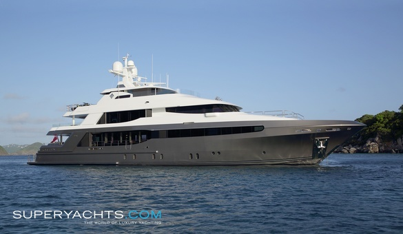 Muchos Mas Luxury Motor Yacht by Crescent Yachts