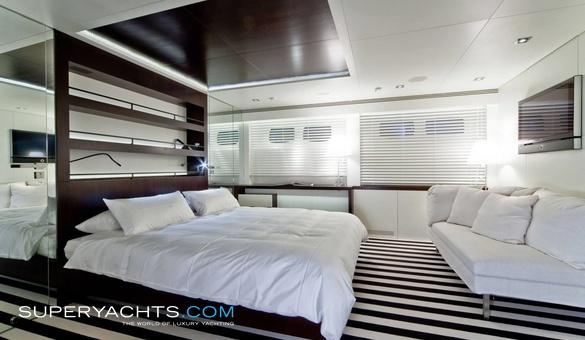 Streamline mondomarine motor yacht for Streamline luxury suites